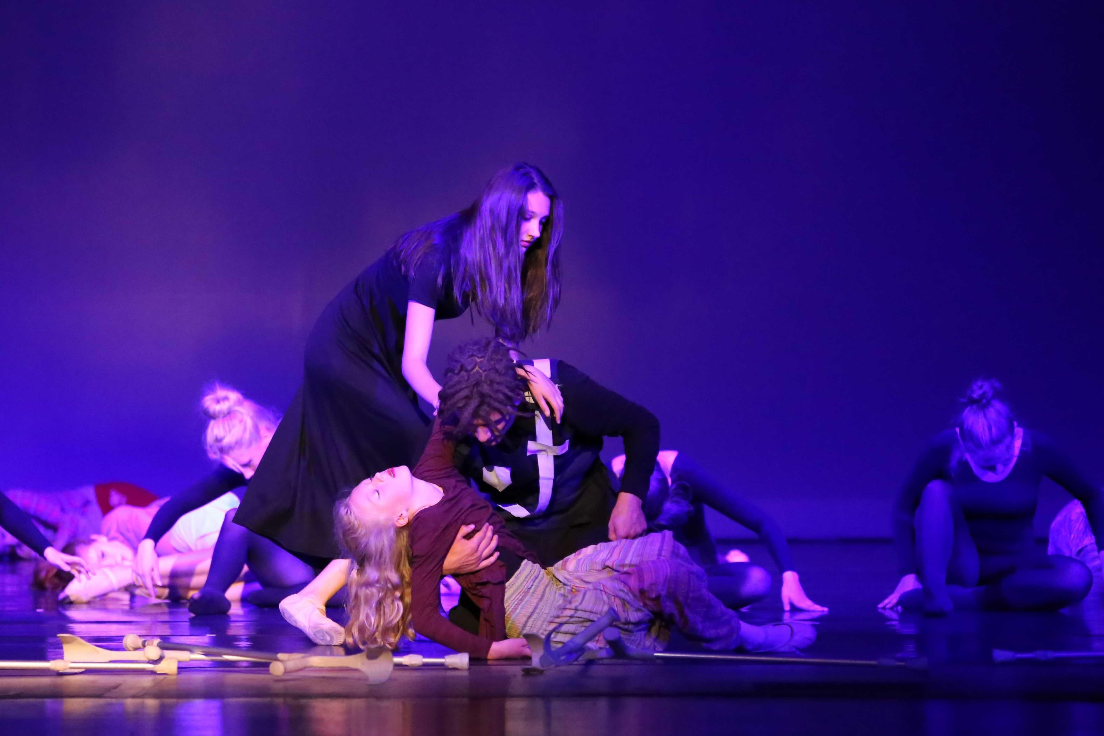 2017 Parallelwelten totes Kind DIE FLUCHT Tanztheater HEEG